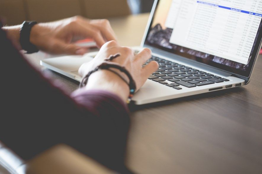 Kako možete indukovati anksioznost boraveći na internet forumima